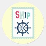 Rueda náutica de la nave etiqueta redonda