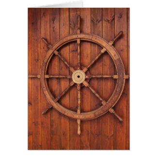 Rueda náutica del timón de las naves en la pared tarjeta de felicitación