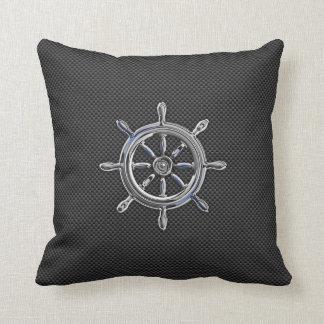 Rueda náutica en la decoración de la fibra de cojín