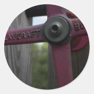Rueda roja del metal etiqueta redonda