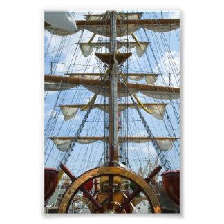 Rueda y aparejo del velero impresión fotográfica