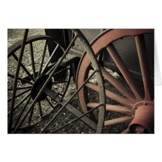 Ruedas antiguas del carro de la granja tarjeta de felicitación