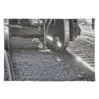 Ruedas de coche de tren de ferrocarril que golpean manteles individuales