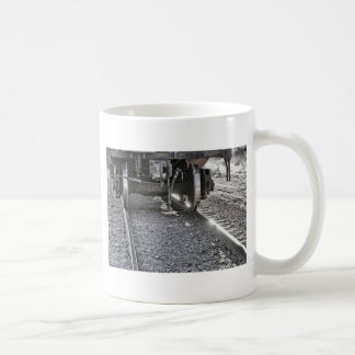 Ruedas de coche de tren de ferrocarril que golpean tazas