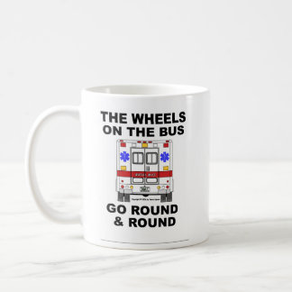 Ruedas en el autobús - ambulancia (taza) taza clásica