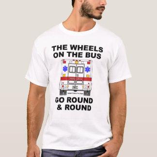 Ruedas en el autobús - camisa de la ambulancia