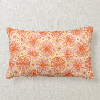 Ruedas jerarquizadas - naranja y oro almohadas