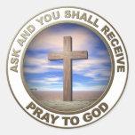 Ruegue a dios pegatina redonda