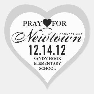 Ruegue para el pegatina del corazón de la tragedia