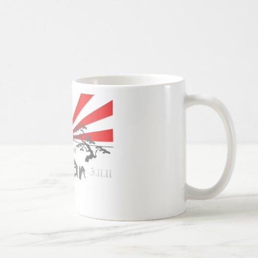 Ruegue para Japón con el sol naciente Taza Básica Blanca