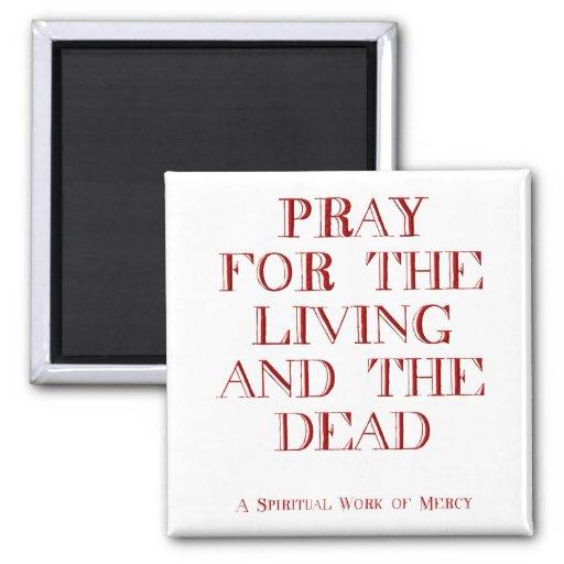 Ruegue para la vida y los muertos imán cuadrado