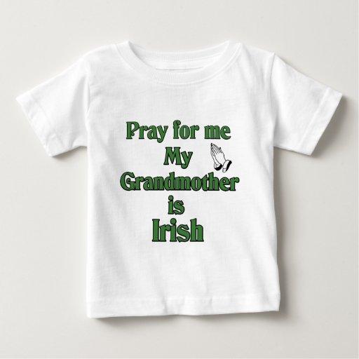 Ruegue para mí que mi abuela es irlandesa playera de bebé