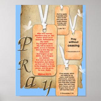 Ruegue sin la biblia de cese del cristiano del póster
