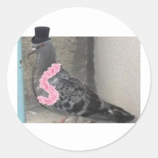 Ruffles the Show Pigeon! Classic Round Sticker