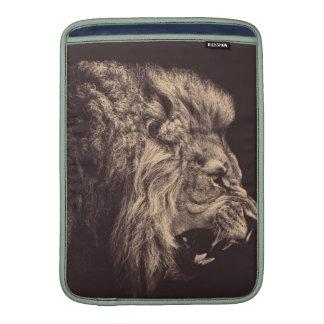 rugido del león del arte del lápiz del león blanco funda  MacBook