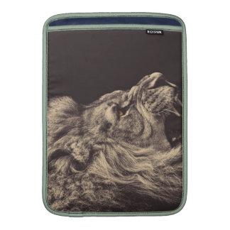 rugido del león del arte del lápiz del león blanco funda macbook air