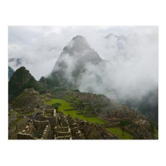 Ruinas antiguas de Machu Picchu con los Andes Tarjeta Postal