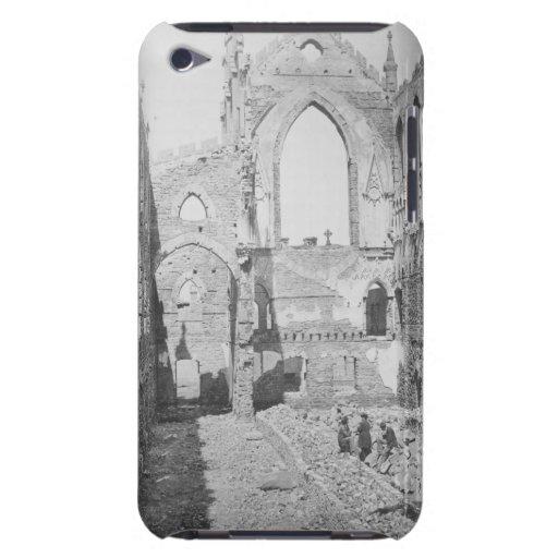 Ruinas católicas de la catedral durante la guerra  iPod touch Case-Mate funda