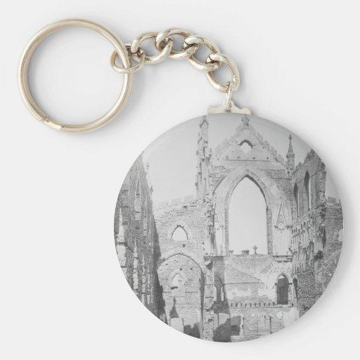 Ruinas católicas de la catedral durante la guerra  llaveros personalizados