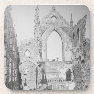 Ruinas católicas de la catedral durante la guerra posavasos