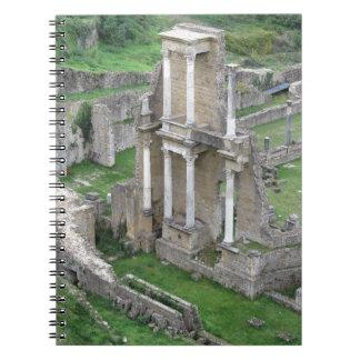 Ruinas de un anfiteatro romano antiguo note book