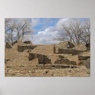 ruinas del Azteca con las ventanas y las entradas Póster