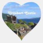 Ruinas escénicas del castillo de Urquhart Pegatina En Forma De Corazón