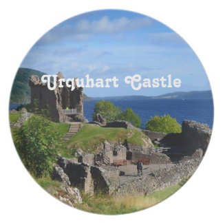 Ruinas escénicas del castillo de Urquhart Platos De Comidas