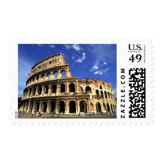 Ruinas famosas del coliseo en Roma Italia Franqueo