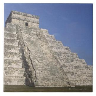 Ruinas mayas en Chichen Itza, pirámide de Kukulcan Azulejo Cuadrado Grande