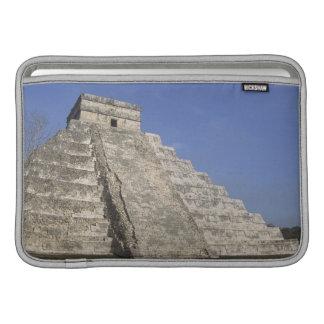 Ruinas mayas en Chichen Itza, pirámide de Kukulcan Funda Macbook Air