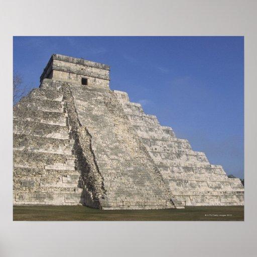Ruinas mayas en Chichen Itza, pirámide de Kukulcan Póster