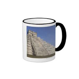 Ruinas mayas en Chichen Itza, pirámide de Kukulcan Taza A Dos Colores