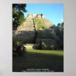 Ruinas mayas en Yaxha, Guatemala Póster