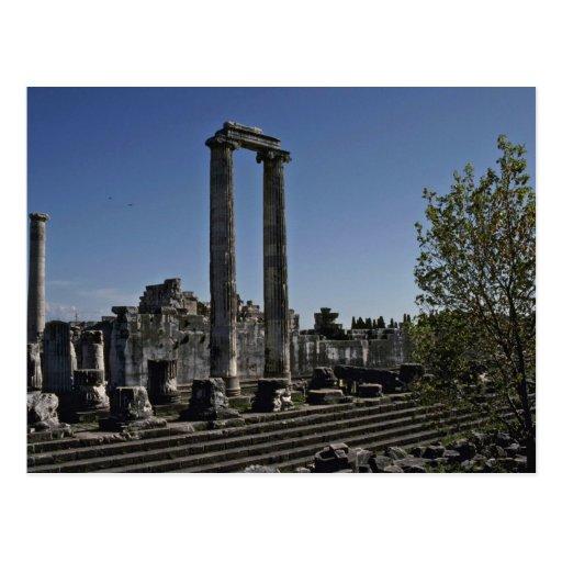 Ruinas quebradas del estilo griego postal