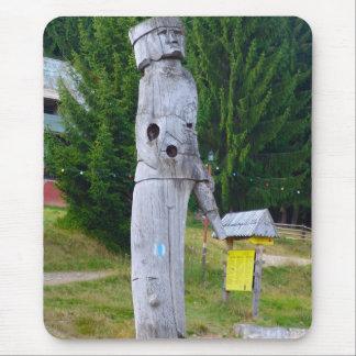 Rumania, escultura de madera tradicional alfombrilla de ratón