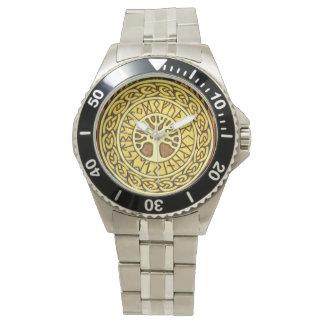 Runas de Viking con el reloj del acero inoxidable