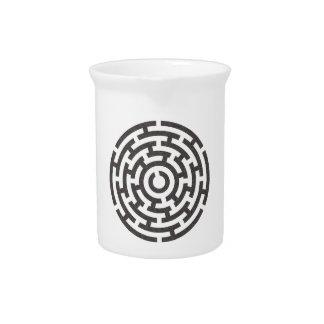 rundes Labyrinth round maze Pitcher