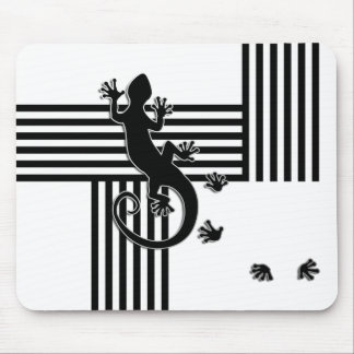 Running Gecko - black & white stripes abstract Mouse Pad
