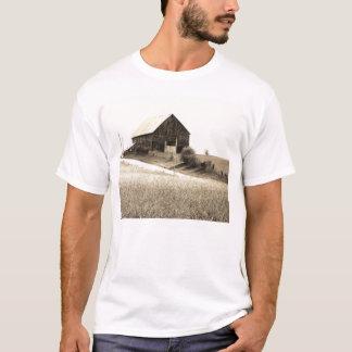 rural missouri barn scene T-Shirt