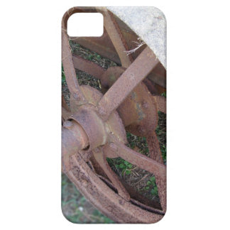 Rusty iron wheel of old cart iPhone SE/5/5s case