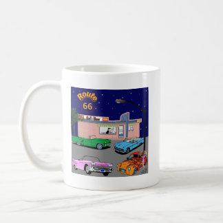 ruta 66 del comensal de los años 50 y coches del v taza de café