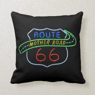 """Ruta 66"""" señal de neón del camino de la madre"""" cojín decorativo"""