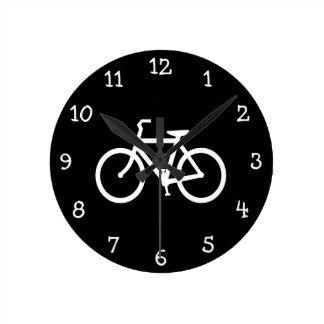 Ruta blanca de la bici reloj redondo mediano