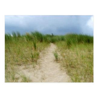 Ruta nublada de la duna postal