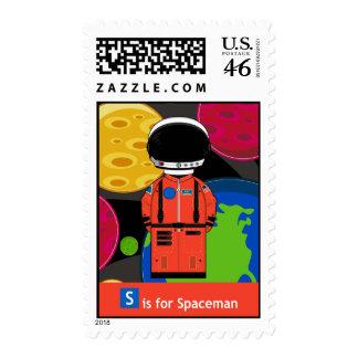 S está para el astronauta en sello del casco