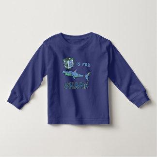 S está para la camiseta del niño del tiburón