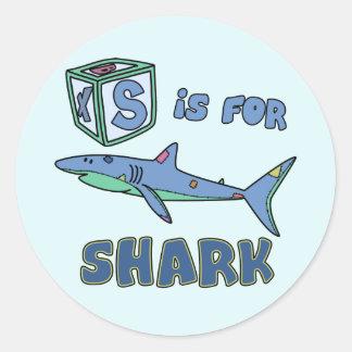 S está para los pegatinas del tiburón pegatina redonda