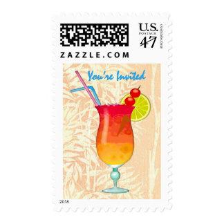 Sacador tropical helado del ron le invitan timbres postales