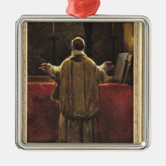 Sacerdote en el altar ornatos